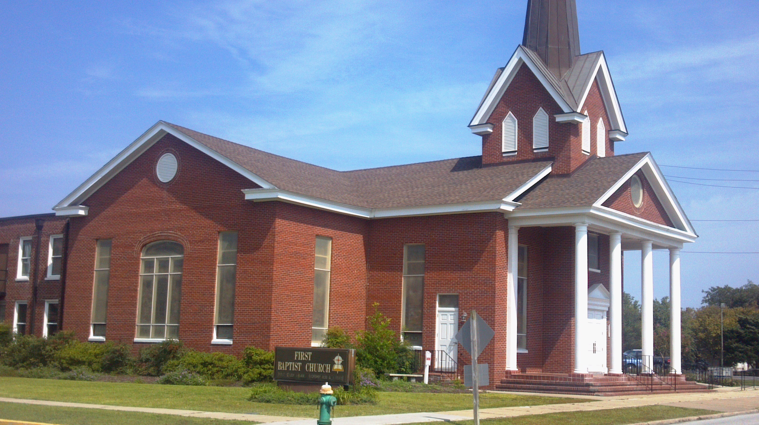 OUR FEATURED CHURCH THIS WEEK IS THE FIRST BAPTIST CHURCH, MOREHEAD CITY, N.C. (PHOTO BY PASTOR DAVIS)
